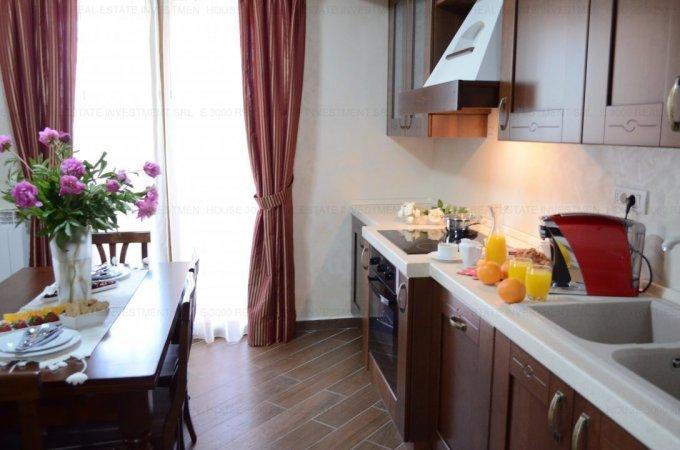 Apartament de vanzare in Constanta cu 3 camere, cu 1 grup sanitar, suprafata utila 71 mp. Pret: 165.000 euro. Usa intrare: Metal. Usi interioare: Lemn.