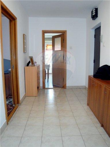 inchiriere apartament cu 3 camere, decomandat, in zona Tomis 3, orasul Constanta