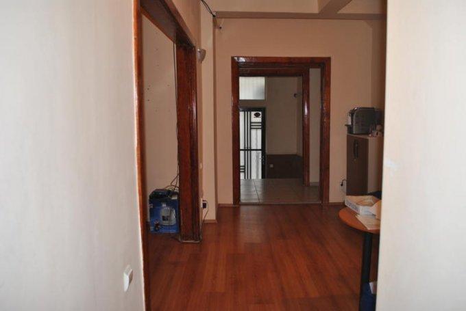 vanzare apartament cu 3 camere, decomandata, in zona Piata Ovidiu, orasul Constanta
