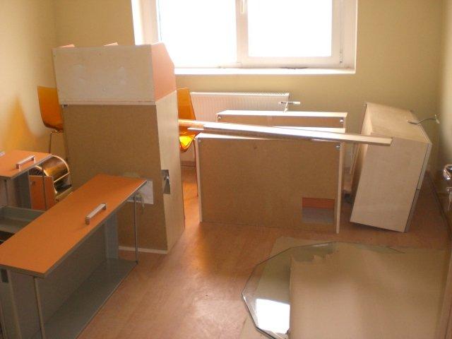 vanzare apartament cu 3 camere, decomandata, in zona Poarta 6, orasul Constanta