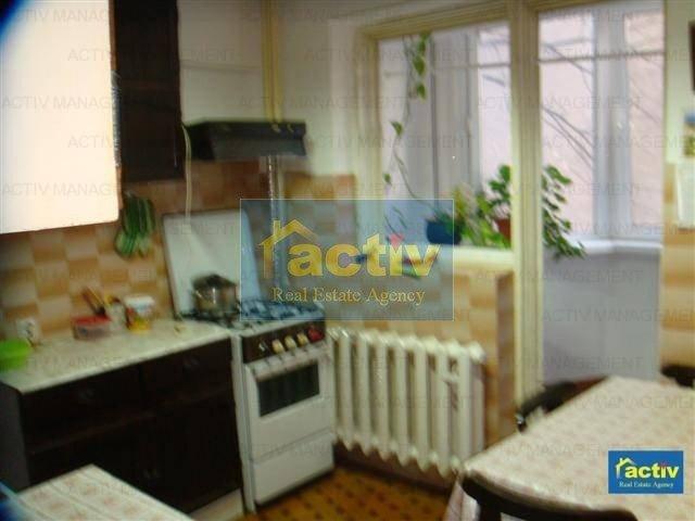 agentie imobiliara vand apartament semidecomandat, in zona Capitol, orasul Constanta