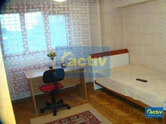 vanzare apartament cu 3 camere, semidecomandat, in zona Capitol, orasul Constanta