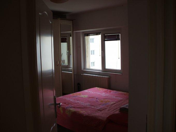 vanzare apartament cu 3 camere, decomandata, in zona Dacia, orasul Constanta