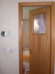vanzare apartament cu 3 camere, decomandat, in zona Spitalul Militar, orasul Constanta