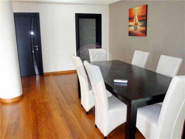 vanzare apartament cu 3 camere, decomandat, localitatea Mamaia Nord