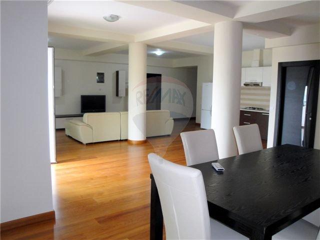 vanzare apartament decomandat, localitatea Mamaia Nord, suprafata utila 140 mp