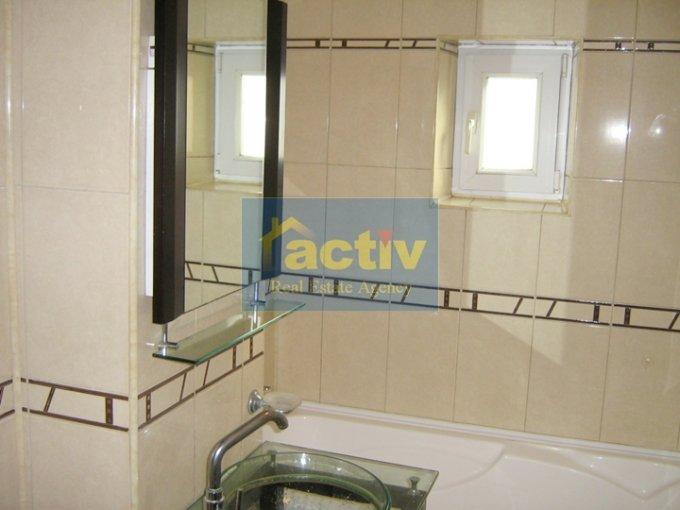 agentie imobiliara vand apartament decomandat, in zona Trocadero, orasul Constanta