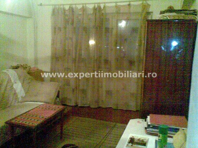 vanzare apartament cu 3 camere, decomandat, in zona Far, orasul Constanta
