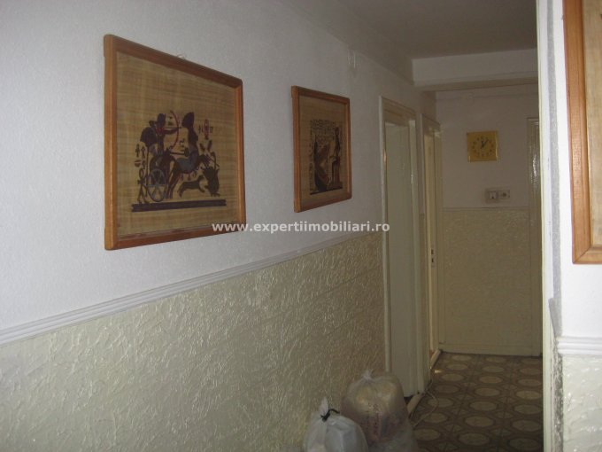 vanzare apartament cu 3 camere, decomandat, in zona Tomis 3, orasul Constanta