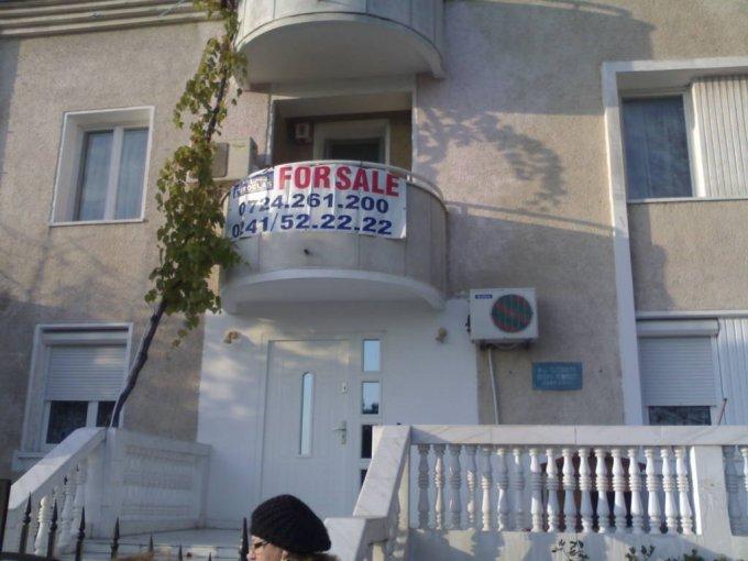 vanzare apartament cu 3 camere, decomandat, in zona Cazino, orasul Constanta