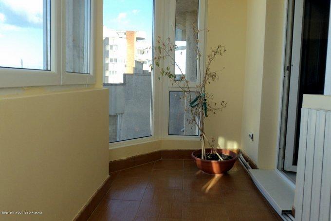 vanzare apartament cu 3 camere, semidecomandat, in zona Faleza Nord, orasul Constanta
