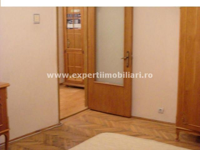 vanzare apartament cu 3 camere, decomandat, in zona Poarta 6, orasul Constanta