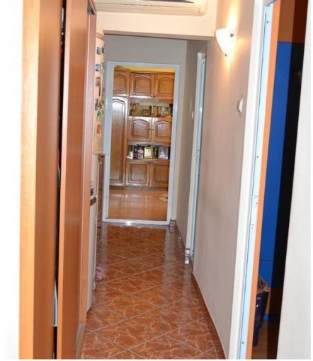 Apartament cu 3 camere de vanzare, confort Redus, zona Tomis Nord,  Constanta