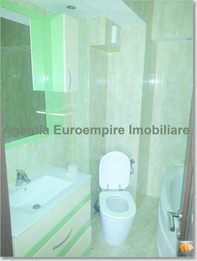 vanzare apartament decomandat, zona Tomis Nord, orasul Constanta, suprafata utila 80 mp