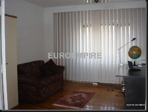 Apartament inchiriere Constanta 3 camere, suprafata utila 70 mp, 2 grupuri sanitare. 300 euro. Etajul 4 / 4. Apartament Centru Constanta