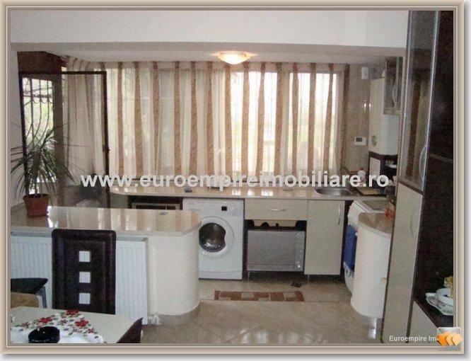Apartament de inchiriat in Constanta cu 3 camere, cu 2 grupuri sanitare, suprafata utila 80 mp. Pret: 700 euro.