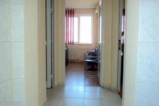 Apartament cu 4 camere de vanzare, confort 1, zona Far,  Constanta