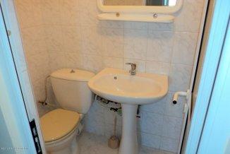 agentie imobiliara vand apartament semidecomandat-circular, in zona Far, orasul Constanta