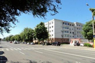 vanzare apartament cu 4 camere, decomandat, in zona Dacia, orasul Constanta