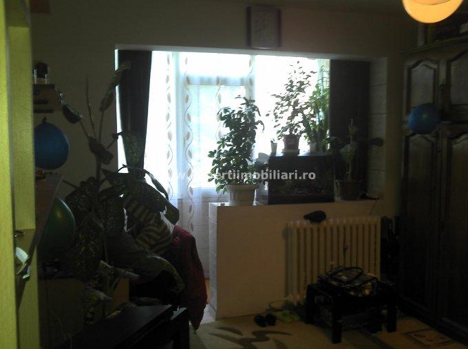 vanzare apartament cu 4 camere, semidecomandat, in zona Intim, orasul Constanta