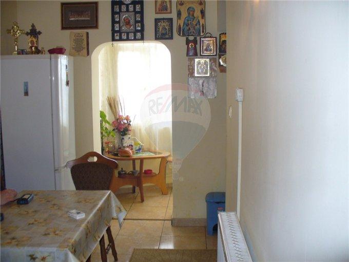 vanzare apartament cu 4 camere, semidecomandat, comuna Agigea