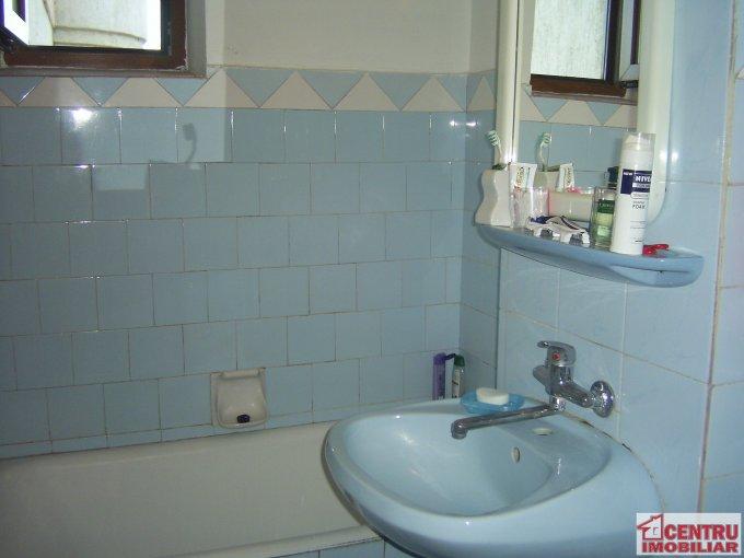 vanzare apartament cu 4 camere, decomandat, in zona ICIL, orasul Constanta