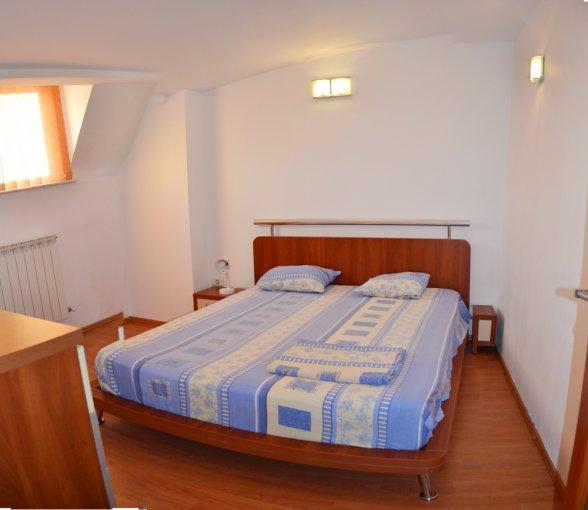 vanzare Duplex Constanta cu 4 camere, cu 2 grupuri sanitare, suprafata utila 102 mp. Pret: 98.000 euro. Incalzire: Incalzire prin termoficare. Racire: Aer conditionat.
