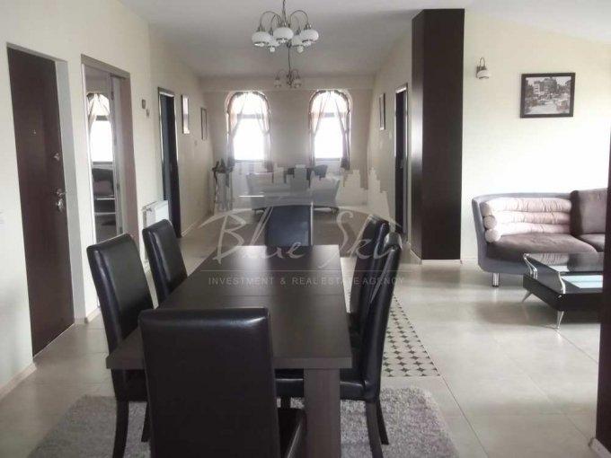 Apartament de inchiriat direct de la agentie imobiliara, in Constanta, in zona Trocadero, cu 750 euro negociabil. 2 grupuri sanitare, suprafata utila 170 mp.