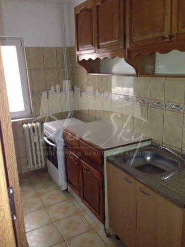 Apartament de inchiriat in Constanta cu 4 camere, cu 2 grupuri sanitare, suprafata utila 80 mp. Pret: 320 euro negociabil.