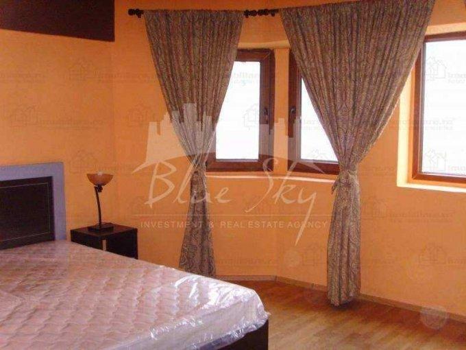 Apartament de inchiriat in Constanta cu 4 camere, cu 2 grupuri sanitare, suprafata utila 120 mp. Pret: 650 euro negociabil.