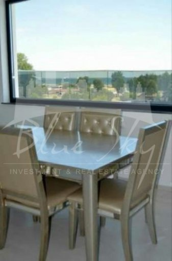 vanzare Apartament Constanta cu 4 camere, cu 2 grupuri sanitare, suprafata utila 450 mp. Pret: 235.000 euro negociabil.