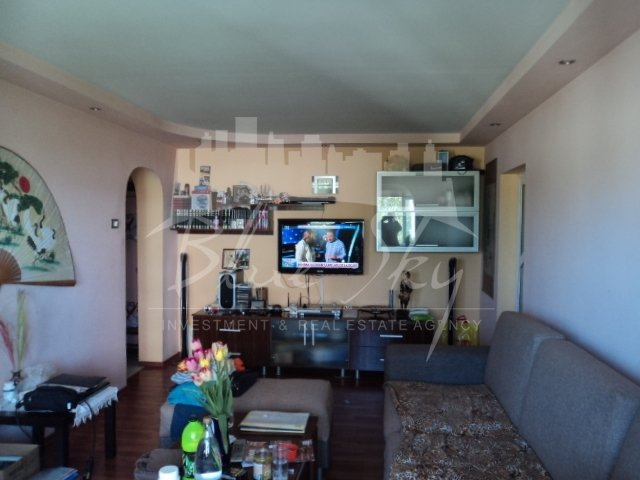 vanzare Apartament Constanta cu 4 camere, cu 2 grupuri sanitare, suprafata utila 90 mp. Pret: 72.000 euro negociabil.