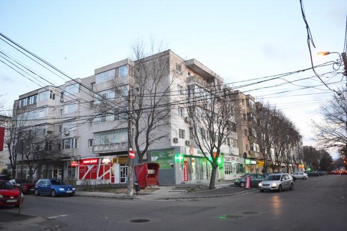 vanzare Apartament Constanta cu 4 camere, cu 2 grupuri sanitare, suprafata utila 91.2 mp. Pret: 12.000 euro. Incalzire: Centrala proprie a locuintei. Racire: Aer conditionat.