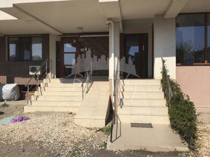 Apartament vanzare Constanta 4 camere, suprafata utila 125 mp, 2 grupuri sanitare. 100.000 euro negociabil. La Parter. Apartament Primo Constanta