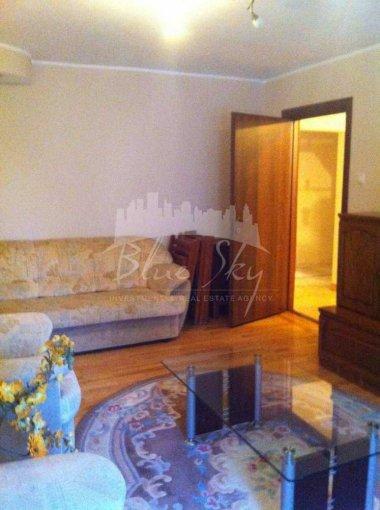 Apartament de inchiriat in Constanta cu 4 camere, cu 2 grupuri sanitare, suprafata utila 90 mp. Pret: 600 euro.