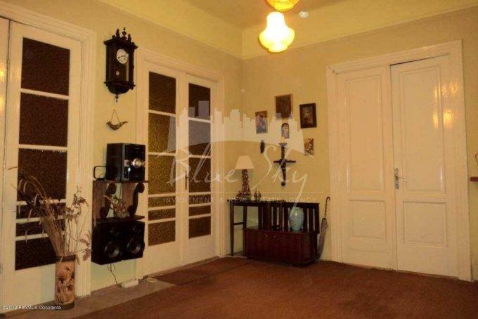 Apartament de vanzare direct de la agentie imobiliara, in Constanta, in zona Capitol, cu 100.000 euro negociabil. 2 grupuri sanitare, suprafata utila 120 mp.