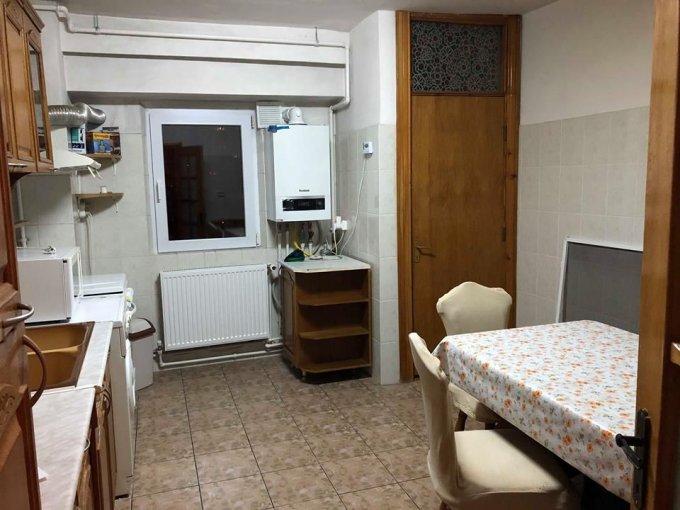 Apartament de vanzare in Constanta cu 4 camere, cu 2 grupuri sanitare, suprafata utila 96 mp. Pret: 115.000 euro negociabil. Usa intrare: Metal. Usi interioare: Lemn.