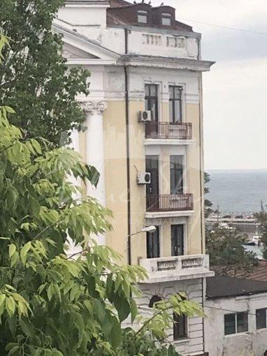 Apartament vanzare Constanta 4 camere, suprafata utila 85 mp, 2 grupuri sanitare. 120.000 euro negociabil. Etajul 3. Apartament Cazino Constanta