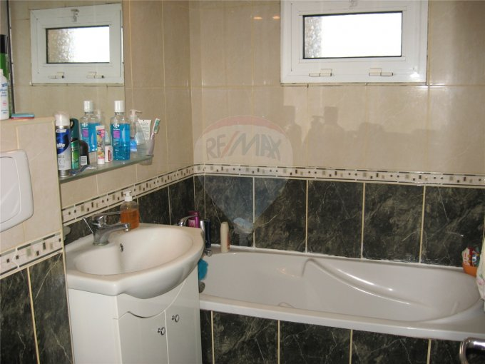 vanzare apartament decomandat, zona Casa de Cultura, orasul Constanta, suprafata utila 87 mp