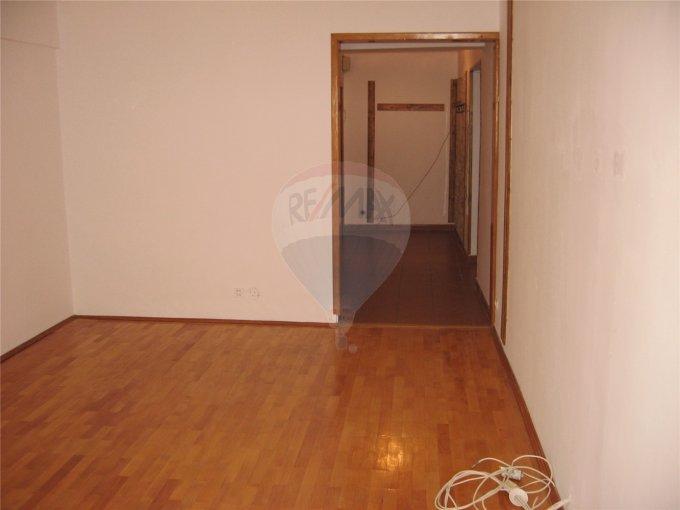 inchiriere apartament cu 4 camere, decomandata, in zona Capitol, orasul Constanta