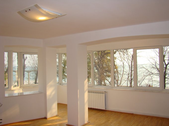 vanzare apartament cu 4 camere, decomandat, in zona Cazino, orasul Constanta