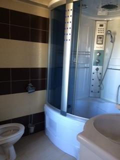 proprietar vand duplex decomandat, in zona Tomis 3, orasul Constanta