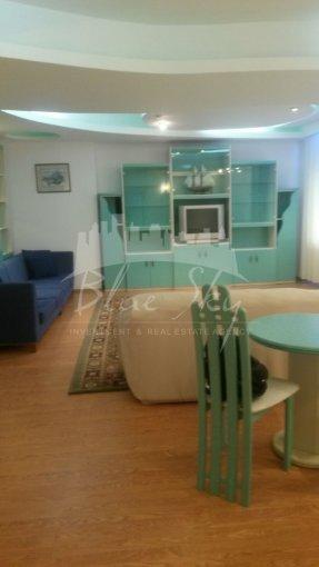Apartament inchiriere Piata Ovidiu cu 5 camere, etajul 2, 2 grupuri sanitare, cu suprafata de 290 mp. Constanta, zona Piata Ovidiu.