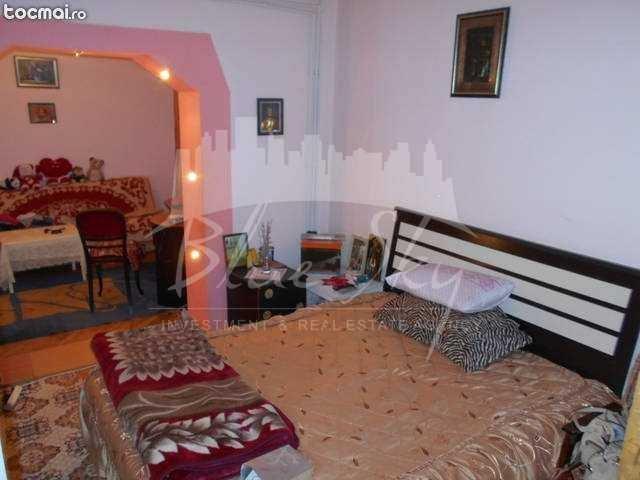 vanzare Apartament Constanta cu 5 camere, cu 2 grupuri sanitare, suprafata utila 120 mp. Pret: 150.000 euro negociabil.
