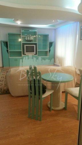 Apartament de vanzare in Constanta cu 5 camere, cu 2 grupuri sanitare, suprafata utila 290 mp. Pret: 450.000 euro negociabil.