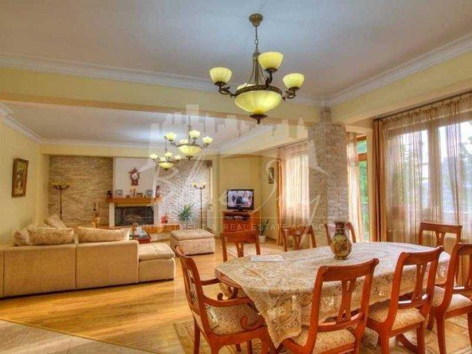 Apartament de vanzare in Constanta cu 5 camere, cu 2 grupuri sanitare, suprafata utila 250 mp. Pret: 230.000 euro negociabil.