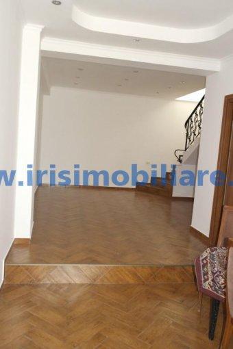 inchiriere birou cu 3 camere, 2 grupuri sanitare, suprafata de 130 mp. In orasul Constanta, zona Centru.