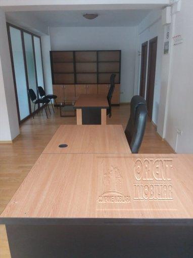 Birou de inchiriat Casa de Cultura Constanta cu 3 camere, cu 1 grup sanitar, suprafata 70 mp. Pret: 650 euro.