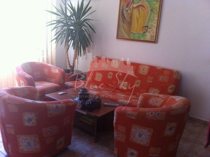 Casa de inchiriat direct de la agentie imobiliara, in Constanta, zona Mamaia Nord, cu 1.000 euro. 1 grup sanitar, suprafata utila 350 mp. Are  10 camere.