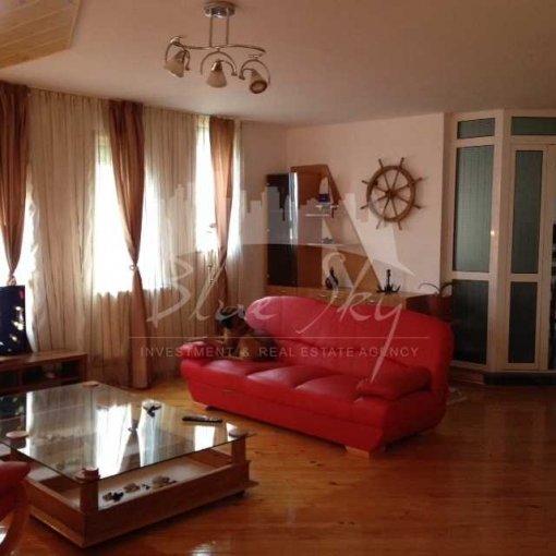 Casa de inchiriat direct de la agentie imobiliara, in Constanta, zona Faleza Nord, cu 4.000 euro negociabil. 1 grup sanitar, suprafata utila 500 mp. Are  10 camere.